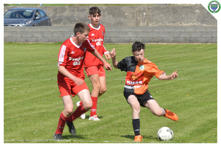 Dylan Heneghan plays a pass while coming under pressure from a Burren United player in the game between Sporting Ennistymon Football Club and Burren United Football Club. Game played on the 25th of August 2018 in Lahinch Sportsfield.