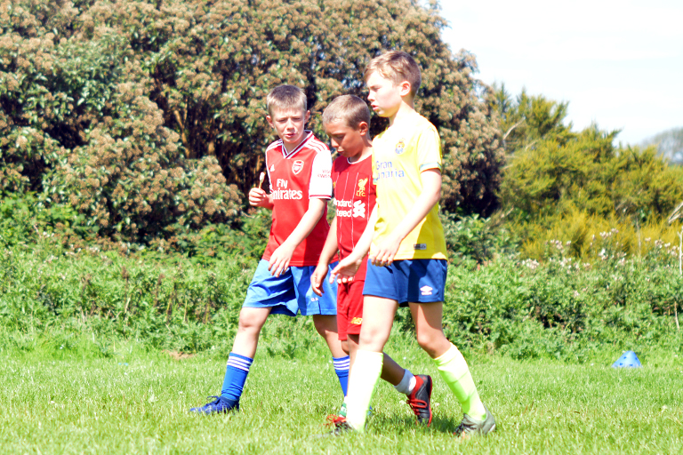 Killian O'Neil, Liam Flynn and Zack Hassett talk tactics during Sporting Ennistymon F.C FAI Summer Camp 2020